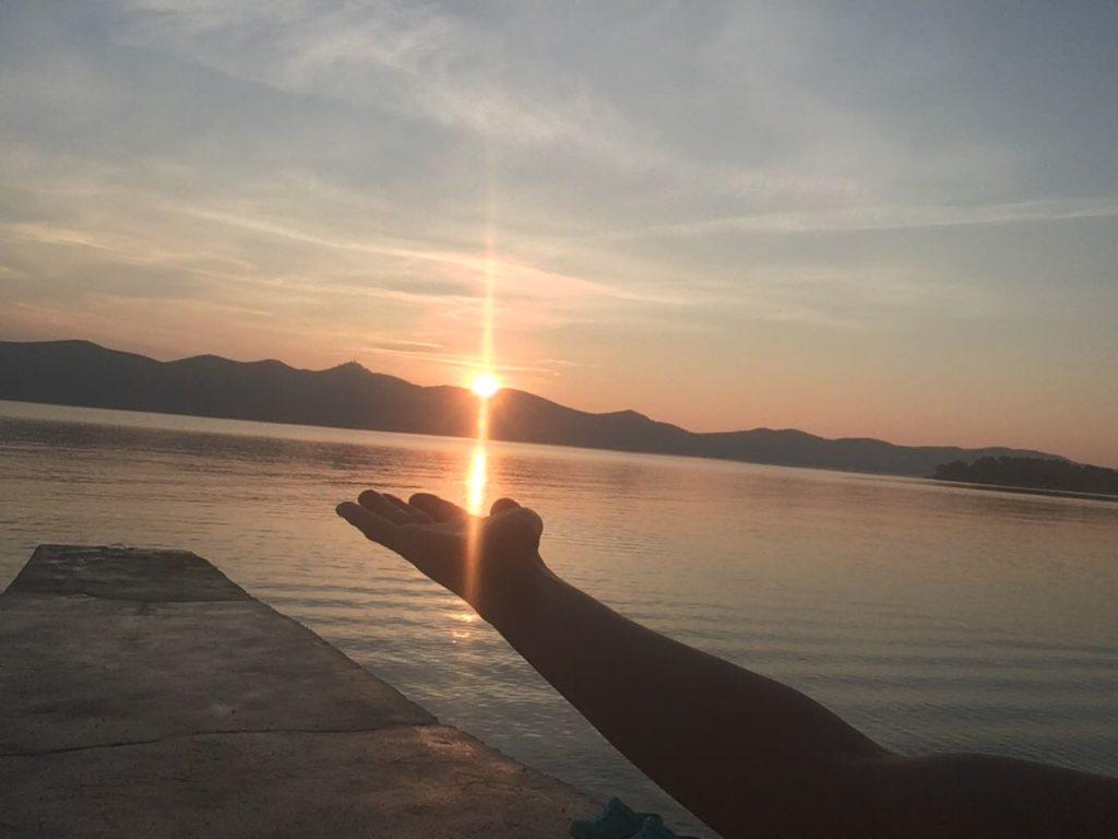 lever-soleil-meditation-zen-bien-etre-min